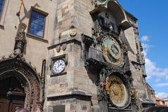 Reloj astronómico en el cuadrado central de Praga Imágenes de archivo libres de regalías