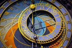 Reloj astronómico en la ciudad vieja de Praga Imagen de archivo libre de regalías