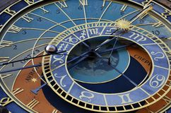 Reloj astronómico en la vieja plaza en Praga foto de archivo libre de regalías