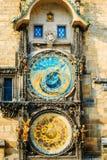 Reloj astronómico en Praga, República Checa Ciérrese encima de la foto Fotografía de archivo