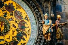Reloj astronómico en Praga, República Checa Ciérrese encima de la foto Foto de archivo