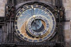 Reloj astronómico medieval famoso en Praga foto de archivo libre de regalías