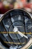 Reloj automotriz clásico del tablero de instrumentos Imagenes de archivo