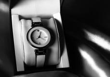 Reloj blanco y negro Imágenes de archivo libres de regalías