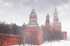 Reloj chiming de Kremlin de la torre de Spasskaya foto de archivo