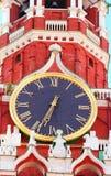 Reloj chiming del Kremlin de la torre de Spasskaya fotografía de archivo