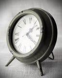 Reloj con el fondo de la lona Imagen de archivo