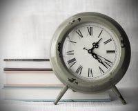 Reloj con el fondo de la lona Imágenes de archivo libres de regalías