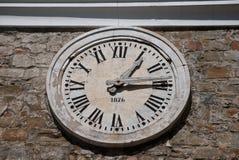 Reloj con los números romanos Foto de archivo libre de regalías