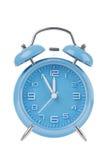 Reloj de alarma azul aislado en blanco Foto de archivo