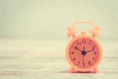 Reloj de alarma clásico fotos de archivo
