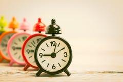 Reloj de alarma clásico imágenes de archivo libres de regalías