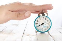 Reloj de alarma con la mano Fotos de archivo libres de regalías