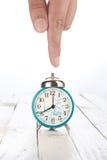 Reloj de alarma con la mano Fotos de archivo