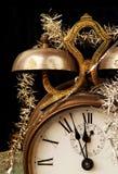Reloj de alarma de la vendimia en Noche Vieja Foto de archivo libre de regalías