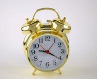Reloj de alarma de oro Imagen de archivo libre de regalías