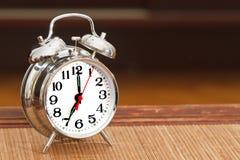 Reloj de alarma de plata retro Imágenes de archivo libres de regalías