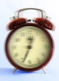 Reloj de alarma de sonido del viejo estilo (falta de definición del movimiento) Imágenes de archivo libres de regalías