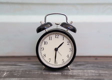 Reloj de alarma en estilo retro Fotos de archivo libres de regalías