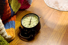 Reloj de alarma quebrado - mañana Fotografía de archivo libre de regalías