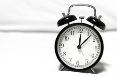 Reloj de alarma retro del estilo fotos de archivo