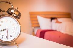 Reloj de alarma retro viejo Imágenes de archivo libres de regalías