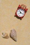 Reloj de alarma rojo Imagenes de archivo