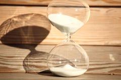 Reloj de arena moderno Símbolo del tiempo countdown Fotografía de archivo