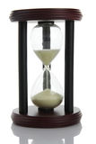 Reloj de arena que cuenta el tiempo fotos de archivo