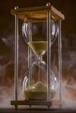 Reloj de arena y humo Fotografía de archivo libre de regalías