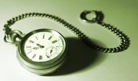 Reloj de bolsillo aislado con un encadenamiento, verde teñido Fotografía de archivo libre de regalías