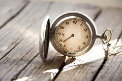 Reloj de bolsillo antiguo. Imagen de archivo libre de regalías
