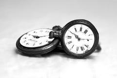 Reloj de bolsillo antiguo blanco y negro Foto de archivo libre de regalías