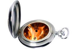 Reloj de bolsillo antiguo con el fuego Fotos de archivo libres de regalías