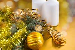 Reloj de bolsillo con las decoraciones festivas del oro Imagen de archivo libre de regalías