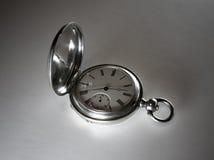 Reloj de bolsillo de plata antiguo imágenes de archivo libres de regalías