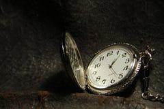 Reloj de bolsillo encadenado, reloj antiguo fotografía de archivo