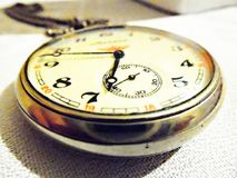 Reloj de bolsillo viejo imagenes de archivo