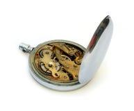 Reloj de bolsillo viejo con la cubierta abierta del engranaje Imagenes de archivo