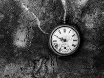 Reloj de bolsillo viejo, en fondo Fotografía de archivo libre de regalías