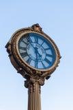 Reloj de la acera del arrabio de la Quinta Avenida de la señal Fotos de archivo