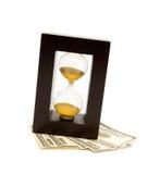 Reloj de la arena con el dinero fotografía de archivo libre de regalías