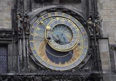 Reloj de la astronomía de Praga en República Checa imagen de archivo