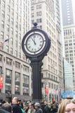 Reloj de la calle en New York City Imágenes de archivo libres de regalías