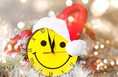 Reloj de la cara y sombrero sonrientes de la arena Foto de archivo libre de regalías