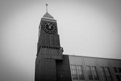 Reloj de la ciudad en Krasnoyarsk fotografía de archivo libre de regalías