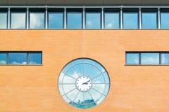 Reloj de la estación de tren de Hilversum, Países Bajos Foto de archivo libre de regalías