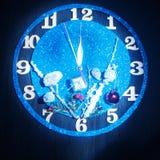 Reloj de la fantasía Demostración de las flechas cerca de doce horas Pronto el Año Nuevo Imagenes de archivo