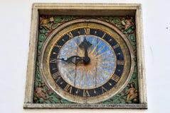 Reloj de la iglesia del Espíritu Santo, Tallinn Imágenes de archivo libres de regalías