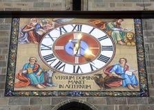 Reloj de la iglesia negra Imágenes de archivo libres de regalías
